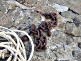[picture: Boat chains]