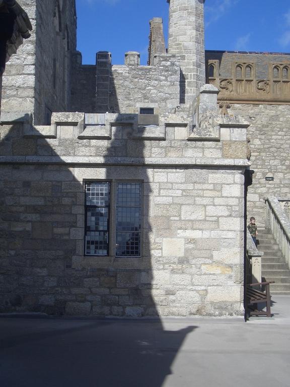 [Picture: Gothic architecture]