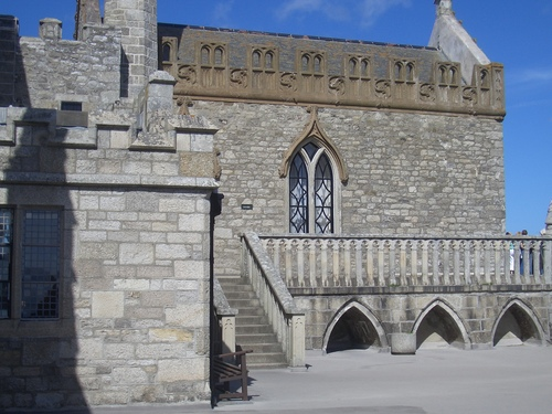 [Picture: Castle chapel from the outside]