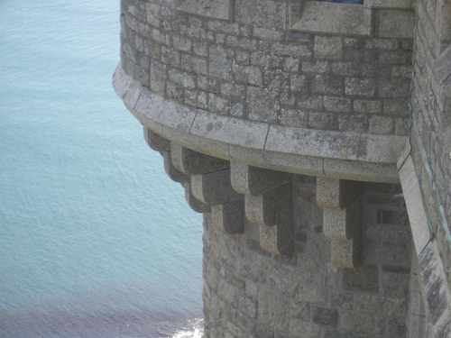 [Picture: Round castle tower 3]
