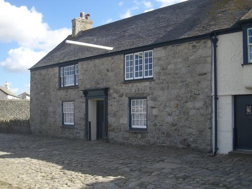 [Picture: Castle cottages 2]