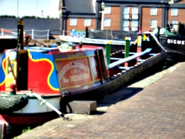 [picture: narrowboat]