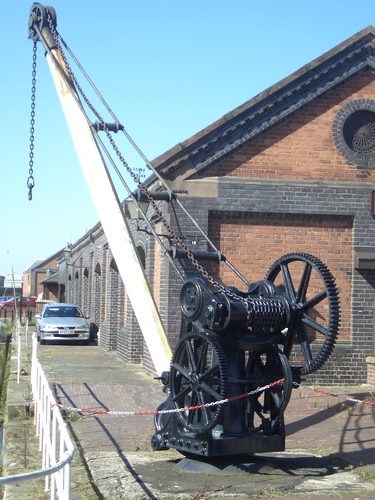 [Picture: Vintage dockyard crane 2]