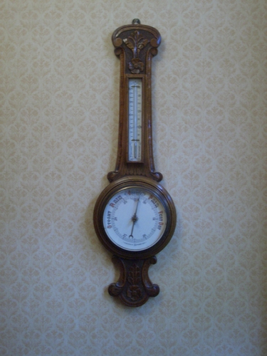 [Picture: Wall barometer]