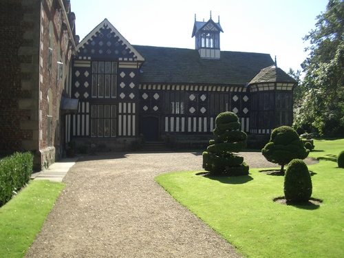 [Picture: Rufford Old hall: side view]