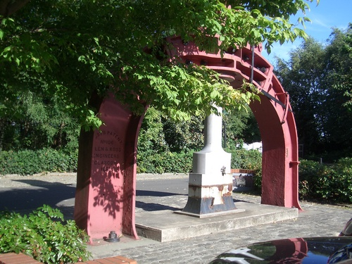 [Picture: Red metal arch]