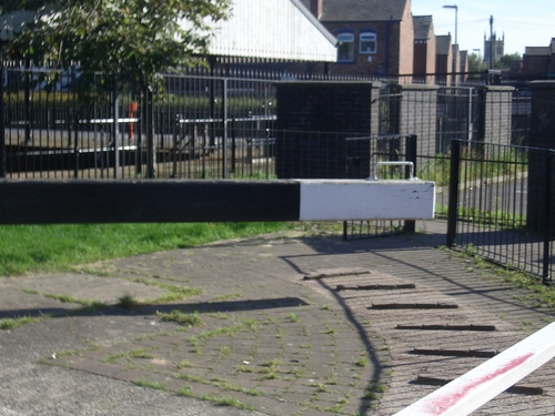 [Picture: Canal lock gates for panorama: 21]