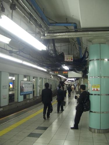 [Picture: Tokyo Subway Platform]