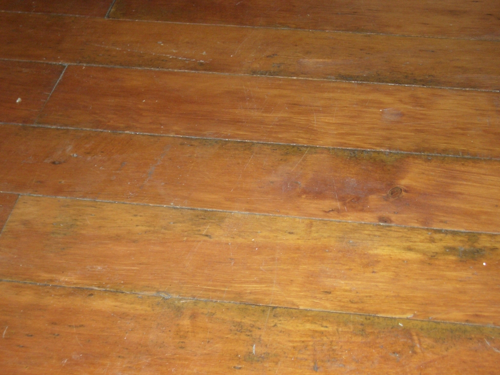 [Picture: Softwood floor]