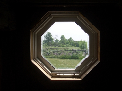[Picture: Octagonal window 4]