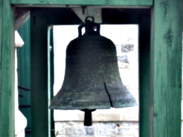 [picture: Cracked Church Bell]