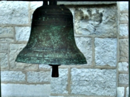 [picture: Cracked Church bell 2]