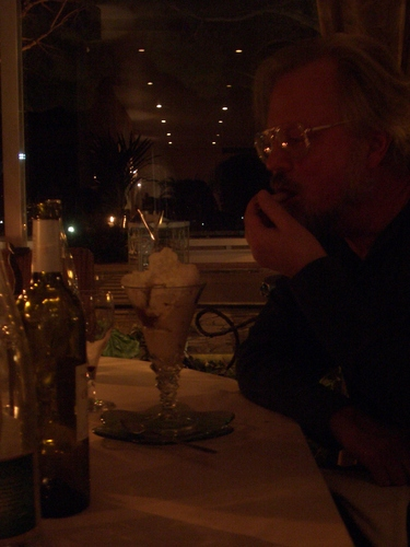 [Picture: Anders eats dessert]