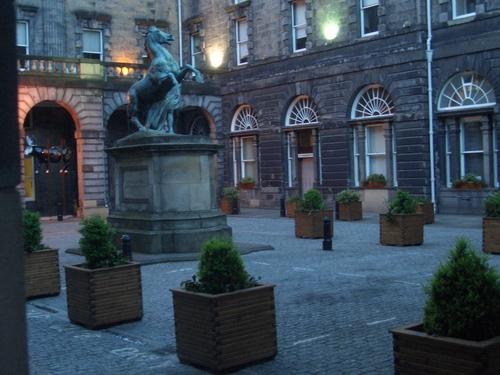 [Picture: Edinburgh Courtyard]