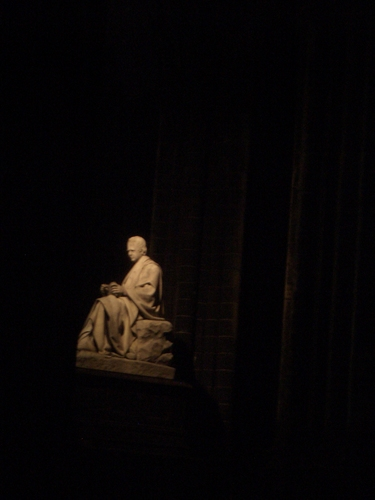 [Picture: Sir Walter Scott Memorial at Night]
