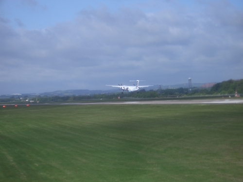 [Picture: Plane taking off 2]