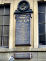 [picture: Monument to Pasteur]