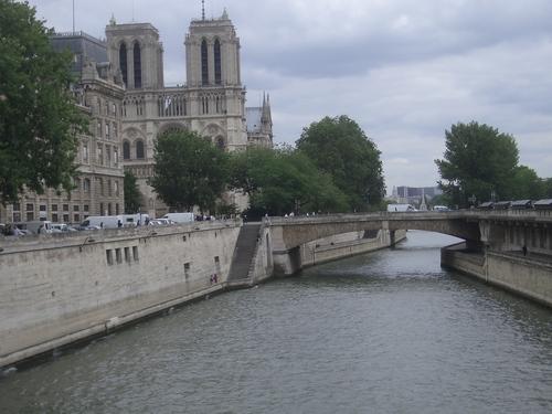 [Picture: Bridge to Notre Dame]