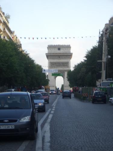 [Picture: Arc de Triumph]