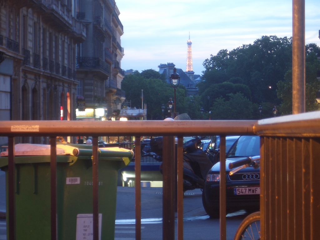 [Picture: Eiffel Tower]