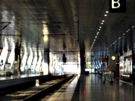 [picture: Enpty platform at Frankfurt airport]