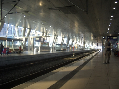 [Picture: Frankfurt railway station, platform]