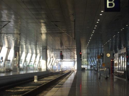 [Picture: Enpty platform at Frankfurt airport]