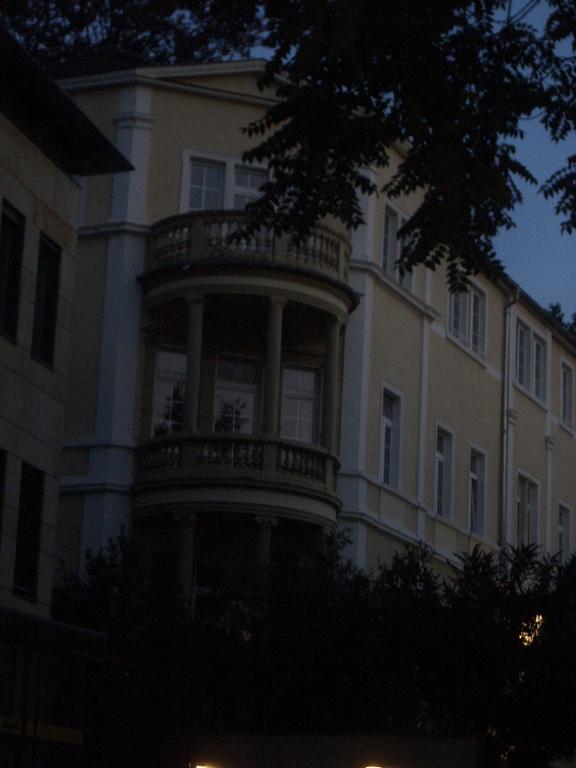 [Picture: Circular balcony]
