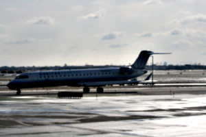 [picture: Chicago airport: United Airlines aeroplane 2]
