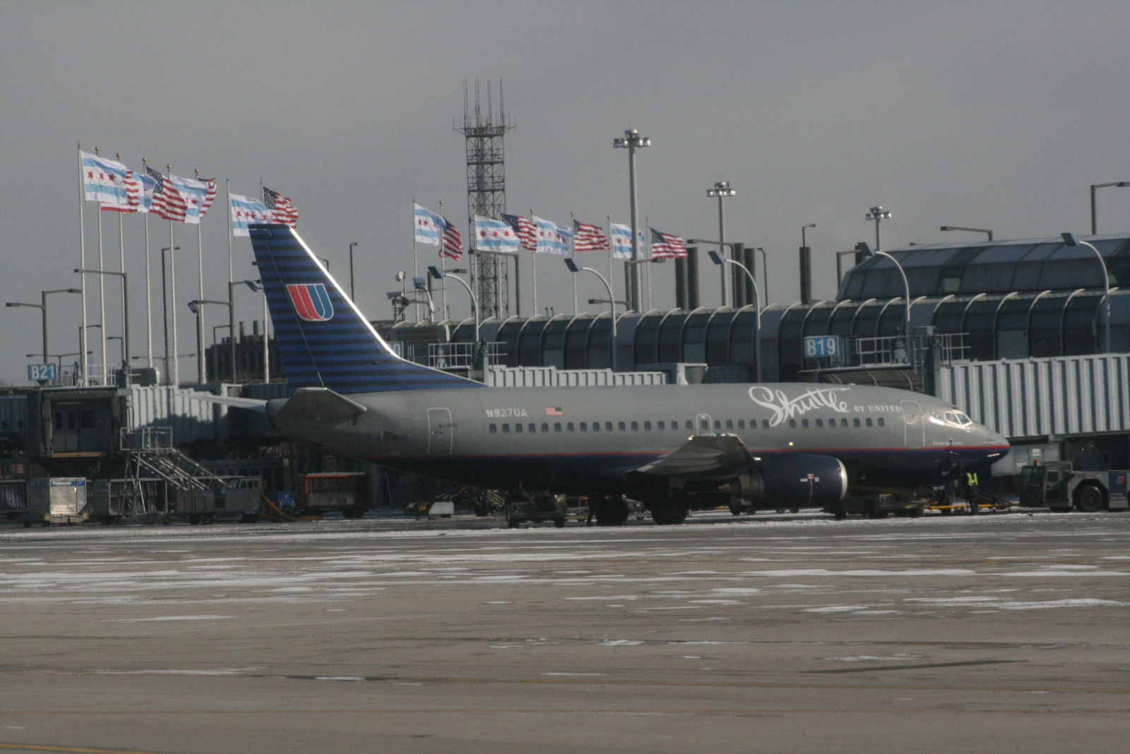 [Picture: Chicago airport: United aeroplane]