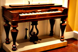 [picture: Old keyboard instrument 1]
