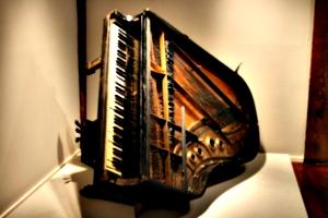 [picture: Fats Domino's Piano 1]