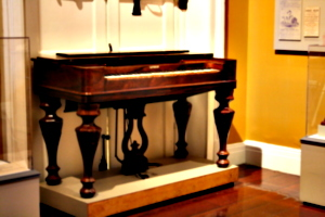 [Picture: Old keyboard instrument 3]