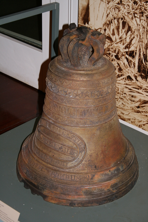 [Picture: Fountainebleau Plantation Bell 1]