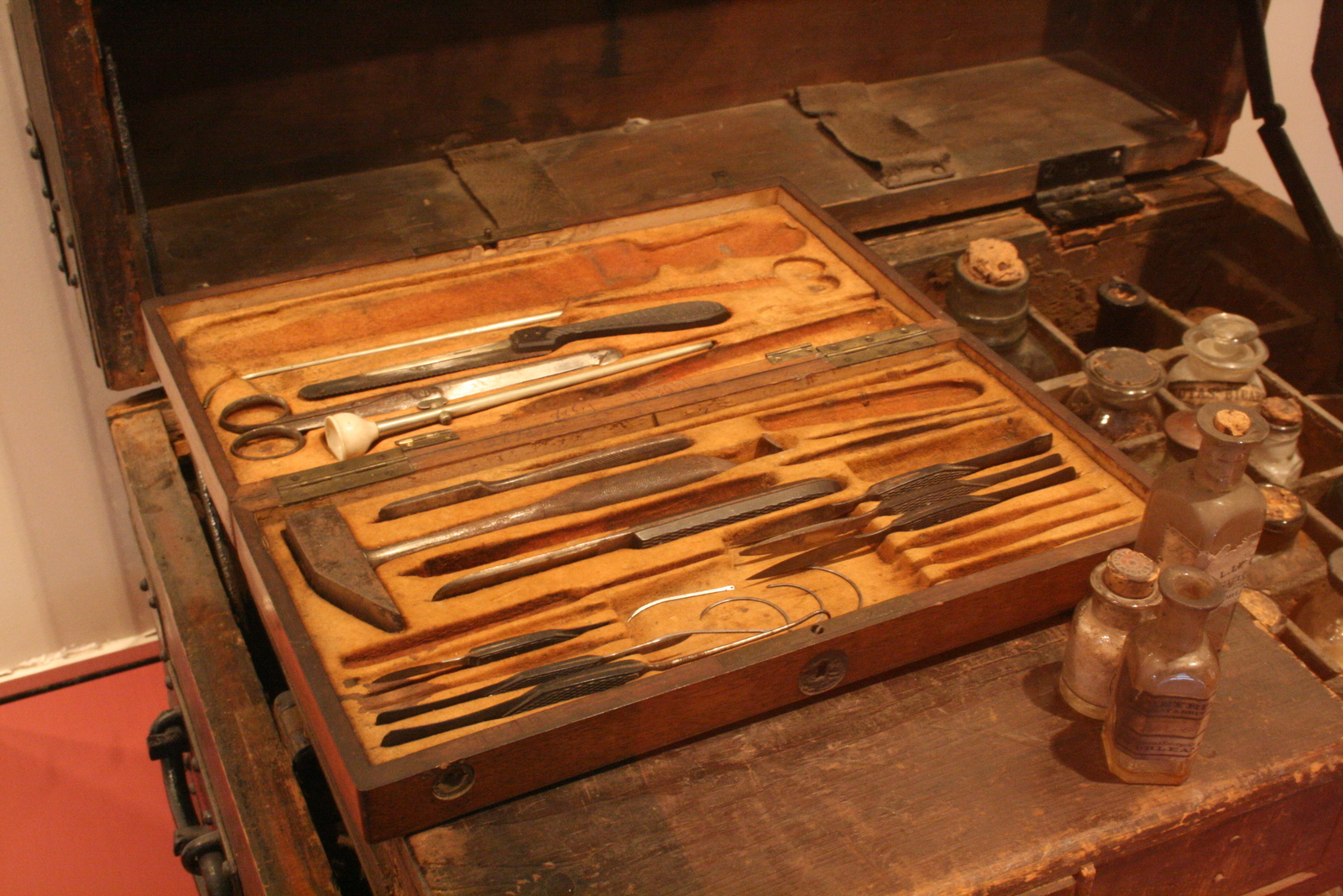 [Picture: Surgeon's Chest with Medicine and Post-Mortem Dissection Equipment 1]
