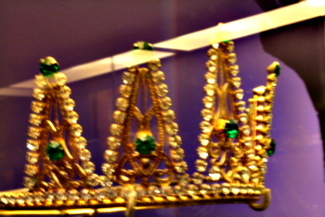 [picture: Blurry Crown 1]