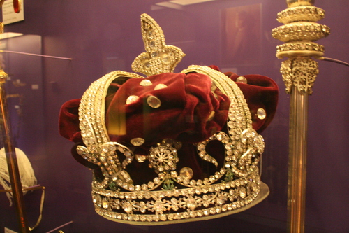 [Picture: Crown and Sceptre]