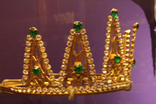 [Picture: Blurry crown 3]