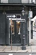 [Picture: Bourbon lamppost]