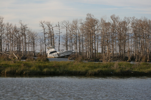 [Picture: Crashed boat 1]