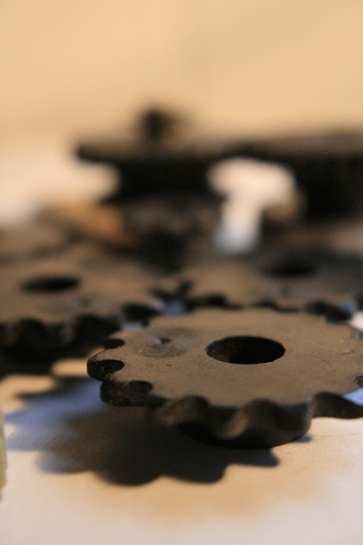 [Picture: Cogs 12: front in focus, narrow depth of field]
