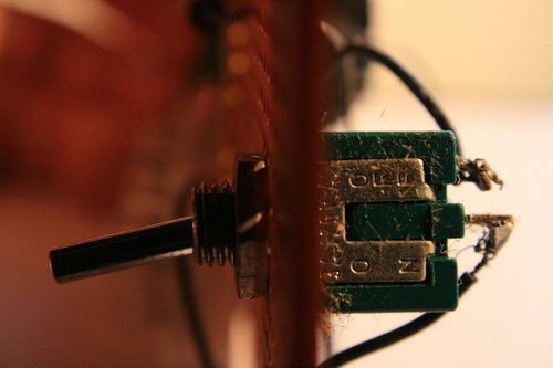 [Picture: electronic toggle switch 7: side view 2, closer]