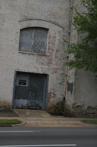 [Picture: Old wooden garage door 1]
