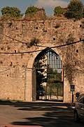 [Picture: Gate in Pisa city walls 1]