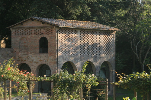 [Picture: Monastery building in Tuscany]