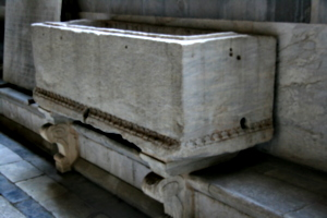 [picture: Medieval sarcophagus 2]