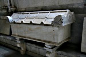 [picture: late Roman stone coffin]