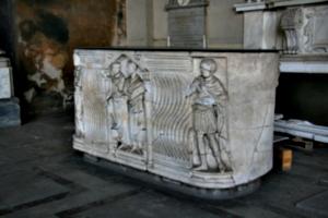 [picture: Roman sarcohpagus]