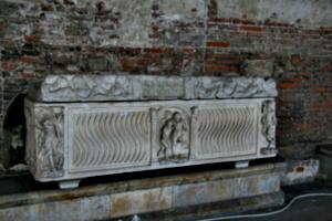 [picture: Sarcophagus of Aldobranso Del Bondo 1]