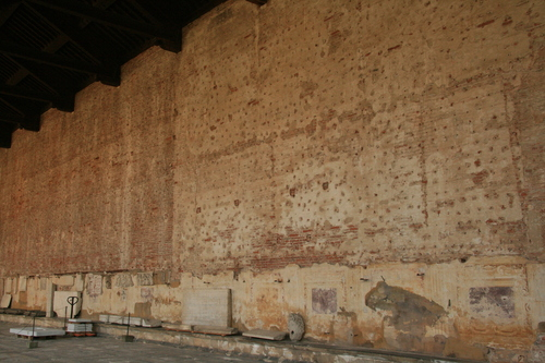 [Picture: Wall without frescoes]